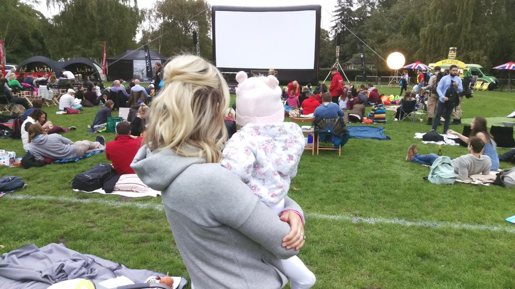 RT @max_rogers: Cinema in the park with the family. @KimberlyKWyatt #parklife #blur #britpop #pushpop #vintagesweets #vintagecar #TVR http:…