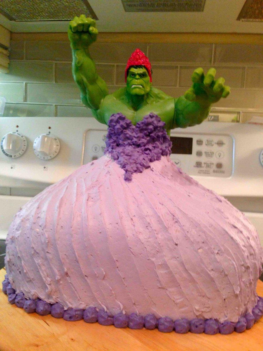 お父さんが4歳の娘たちのために作った「ハルクプリンセスケーキ」が話題に。 popsugar.com/moms/Dad-Makes… pic.twitter.com/UhfFRWjznE