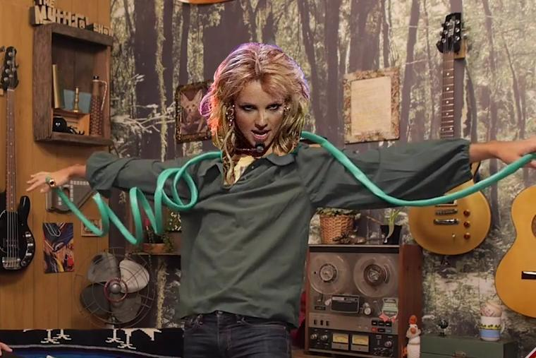 @rhettandlink @linklamont now you're REALLY like Britney Spears! http://t.co/N25nCrsoXw
