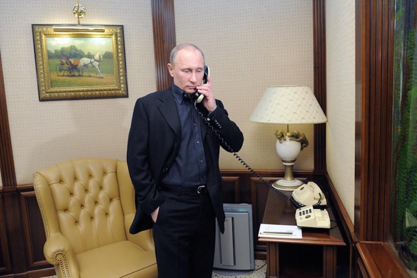 """Elton John su Instagram: """"Grazie Vladimir Putin per la telefonata"""""""