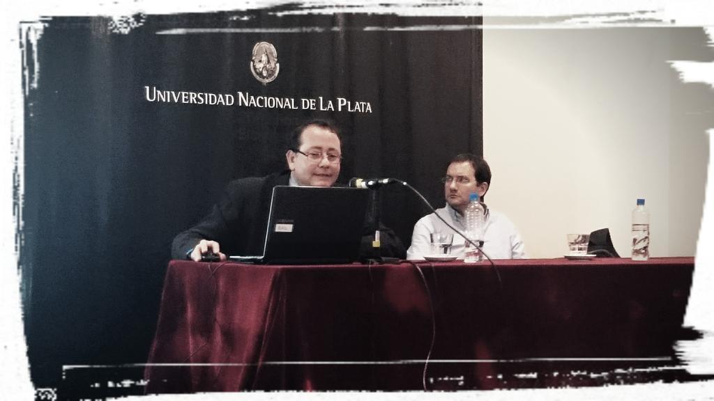 @alehgonzalez presentando el @AULA_CAVILA en las Jornadas #EaDUNLP @eadunlp @Anita_ines23 @claudiojjaime http://t.co/oEsehRexiR