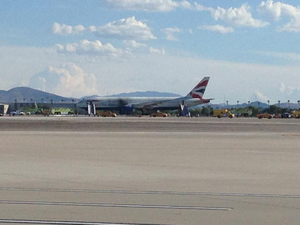 @BritishAirways0 plane caught on fire during take off in Las Vegas.... Hope everyone is alright. http://t.co/EyA2yu520I