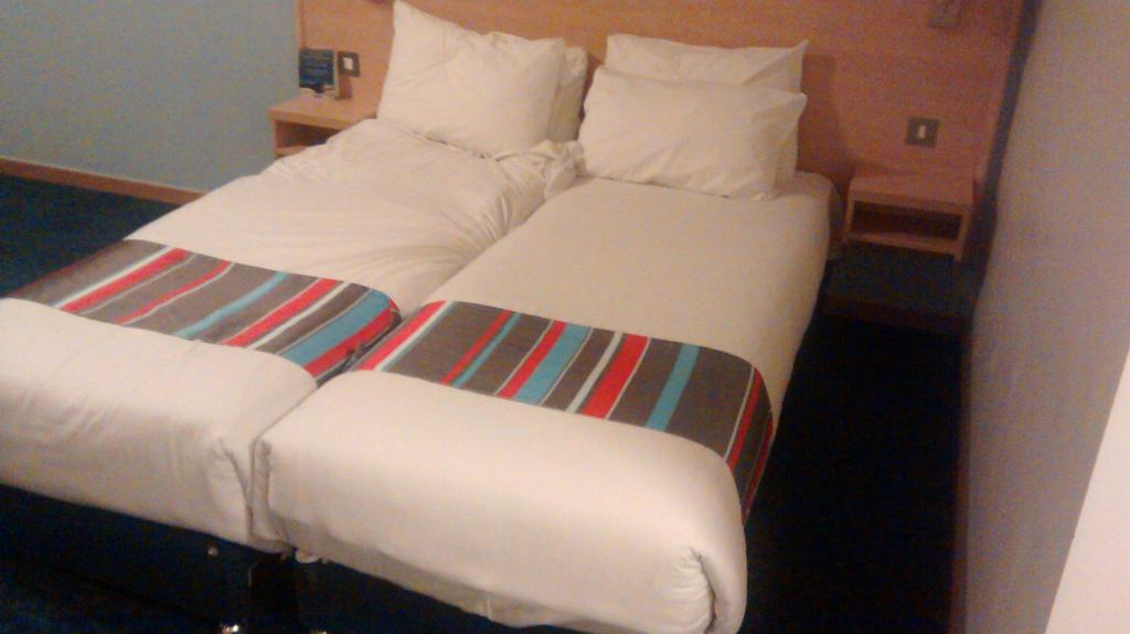 Owain Morgan On Twitter Travelodgeuk Shoving Two Single Beds Together Does Not Consute A King Size Irritating Advertising Http T Co Fi8o5saoxa