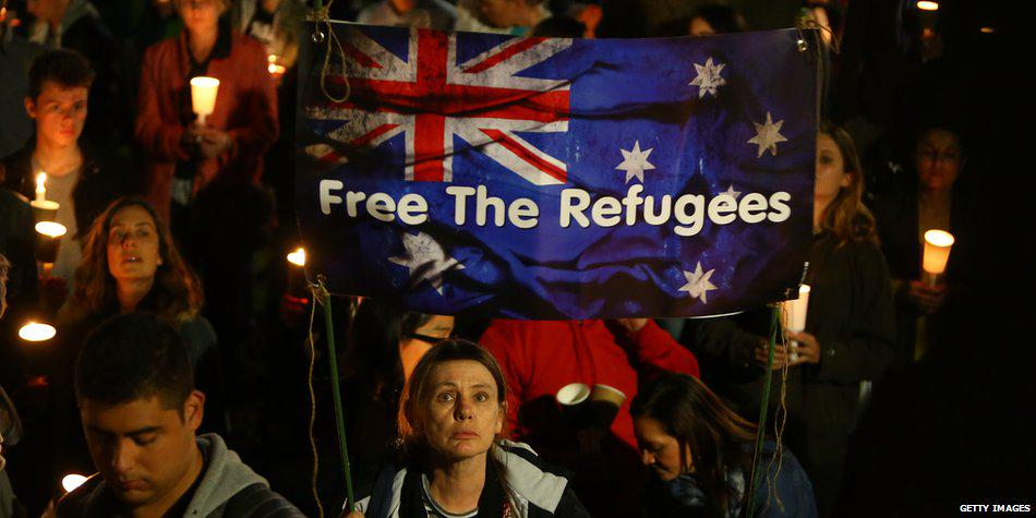 Australia riceve 12 mila profughi siriani e invia bombardieri in Siria.