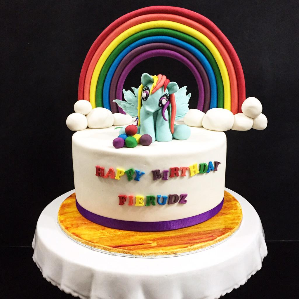 Dato Fazley Yaakob On Twitter Piyushs Birthday Cake Today Prepared Sukasucrebistro S Head Artist Mama Dearest Azrene Ahmad