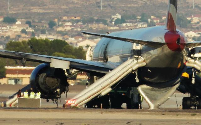 Boeing 777 BA2276 incendie sur la piste à Las Vegas COcGYkwXAAAmUqp