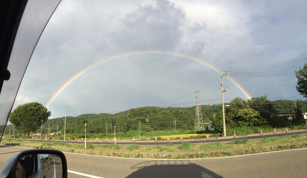 たつまき堂NEWS速報! 越後滝谷駅の裏山に大きな虹が出ています! http://t.co/s3KEeHFjNk