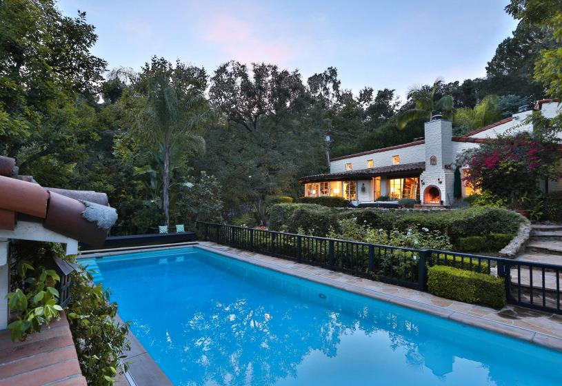 Casa & Gossip: in vendita la villa dove visse Katharine Hepburn a Beverly Hills.