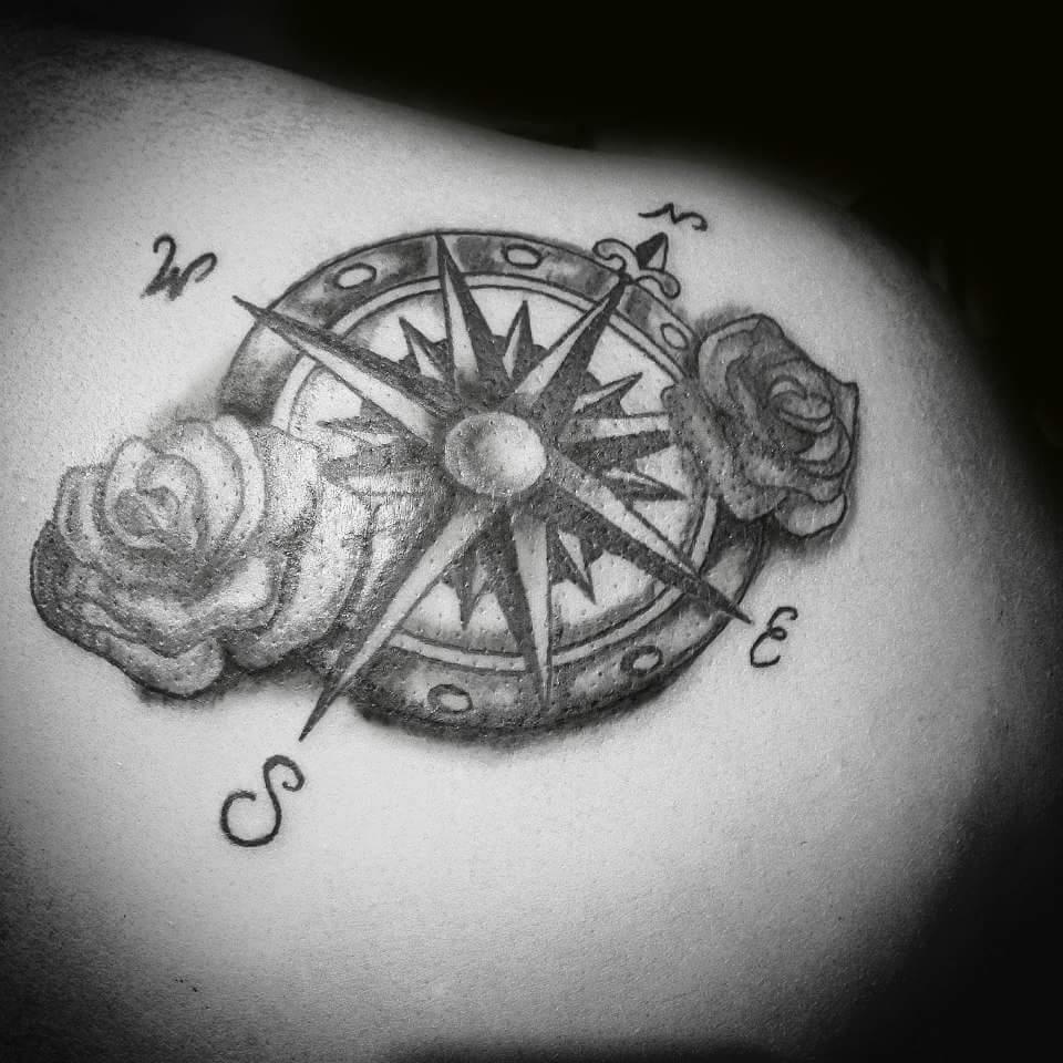 Roberta di napoli on twitter tattoo tatuaggi for Bussola tattoo significato