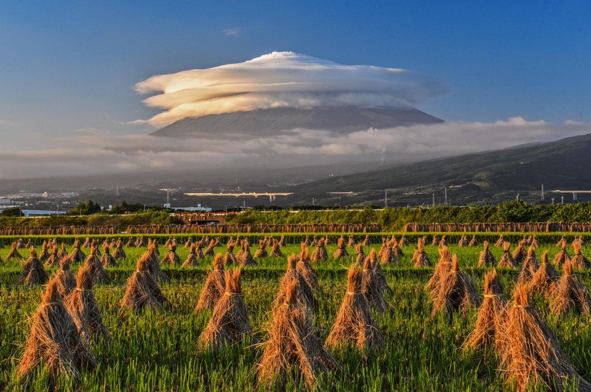 台風一過の夕方、富士山に巨大な笠雲が出現しました!