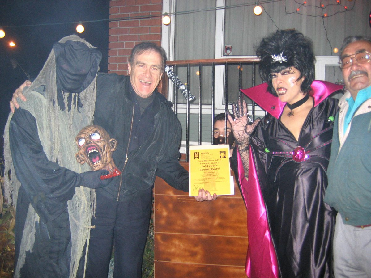 "norm kelly on twitter: ""51 days until halloween! http://t.co/amz767nhng"""