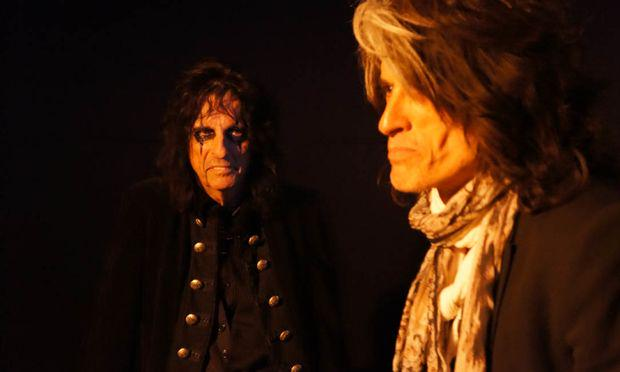 Alice Cooper and Joe Perry came in to talk about their new project @hollywoodvamps http://t.co/lyT9X6AQRi http://t.co/6xFBDD55OX