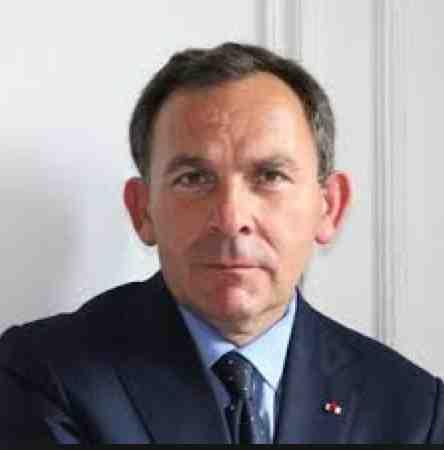 Selon @fszpiner @lepierrepean aurait été mis en examen pour diffamation envers @accrombessi #Gabon #France http://t.co/Ys9Lh3IQ9N