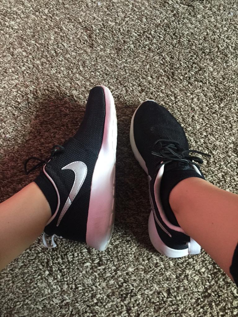 4a087ce84e40f Top  F21 Bralette  Aerie Leggings  F21 Flannel  Tj Maxx Watch  Michael Kors  Shoes  Nikepic.twitter.com 9yefxBFeED