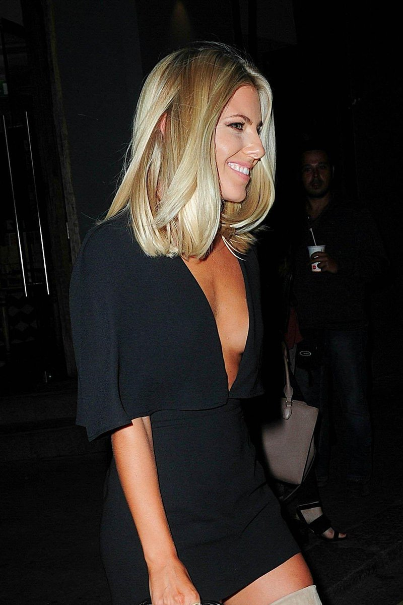 Saturday >> Mollie King - Página 25 COfiAEdWIAASe3h