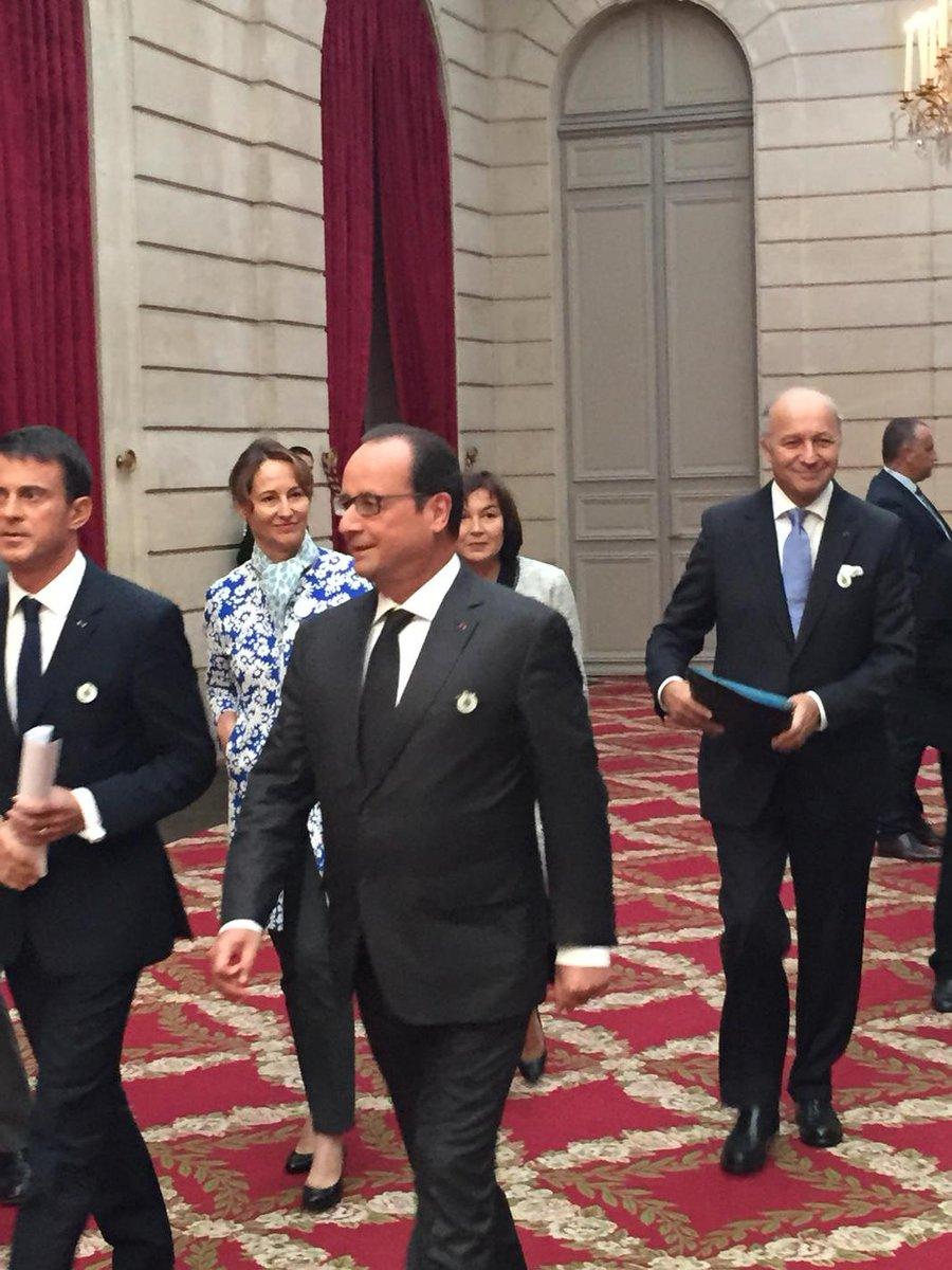 [#GoCOP21] Arrivée de @fhollande @manuelvalls @LaurentFabius et @RoyalSegolene au lancement de la #COP21 http://t.co/tdg5B4V3Gc
