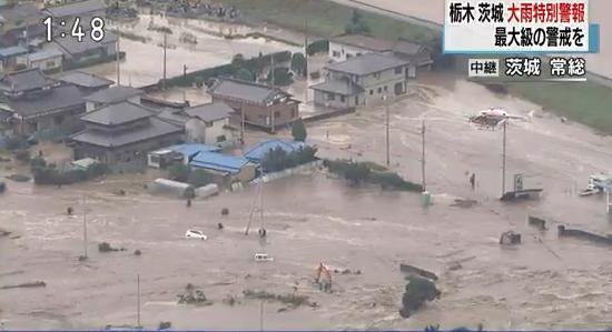 """これほどとは・・・。 """"@nhk_seikatsu: 【大雨被害 茨城・常総 住宅地が水没】 午後1時48分現在の茨城県常総市の状況です。鬼怒川の堤防が決壊し、住宅地など広い範囲にわたって浸水しています。 #大雨 #茨城 http://t.co/hN9x0sV4YM"""""""