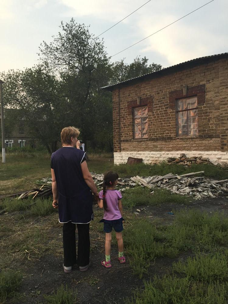 Woman and child enjoy respite from fighting in #Ukraine but their lives are altered by war https://t.co/PbWJnpagb7 http://t.co/GK6WPNjbO3