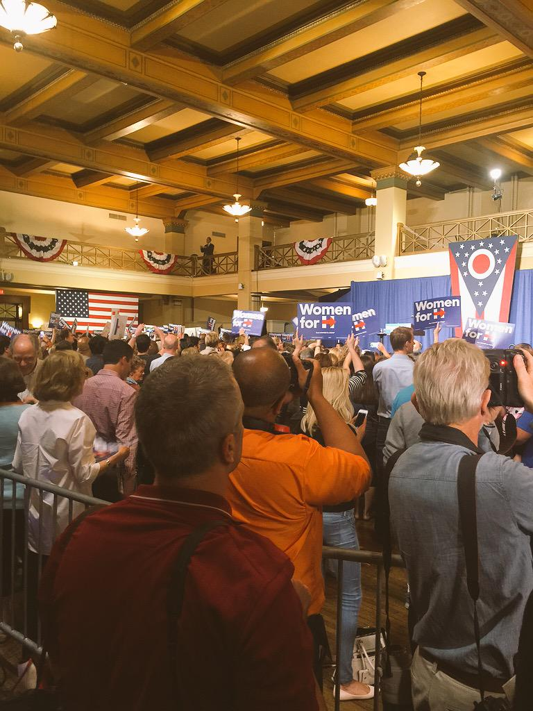 Very small crowd for @HillaryClinton event in Ohio -- what you'll see on tv (left), what you won't see (right) http://t.co/SY6nPGrWbu