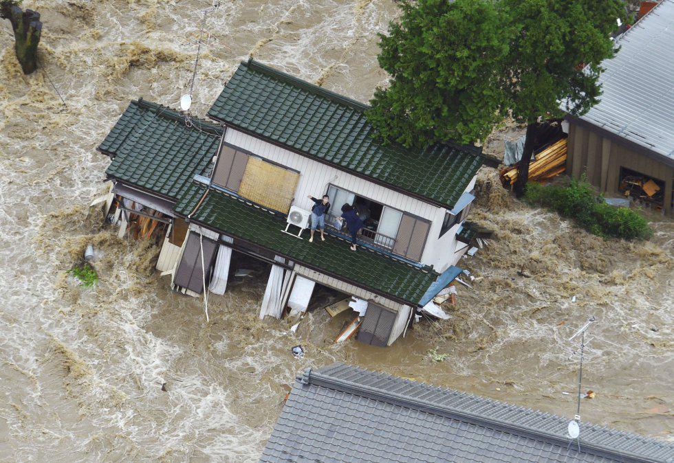 Forti alluvioni in Giappone con morti feriti e gravi danni.