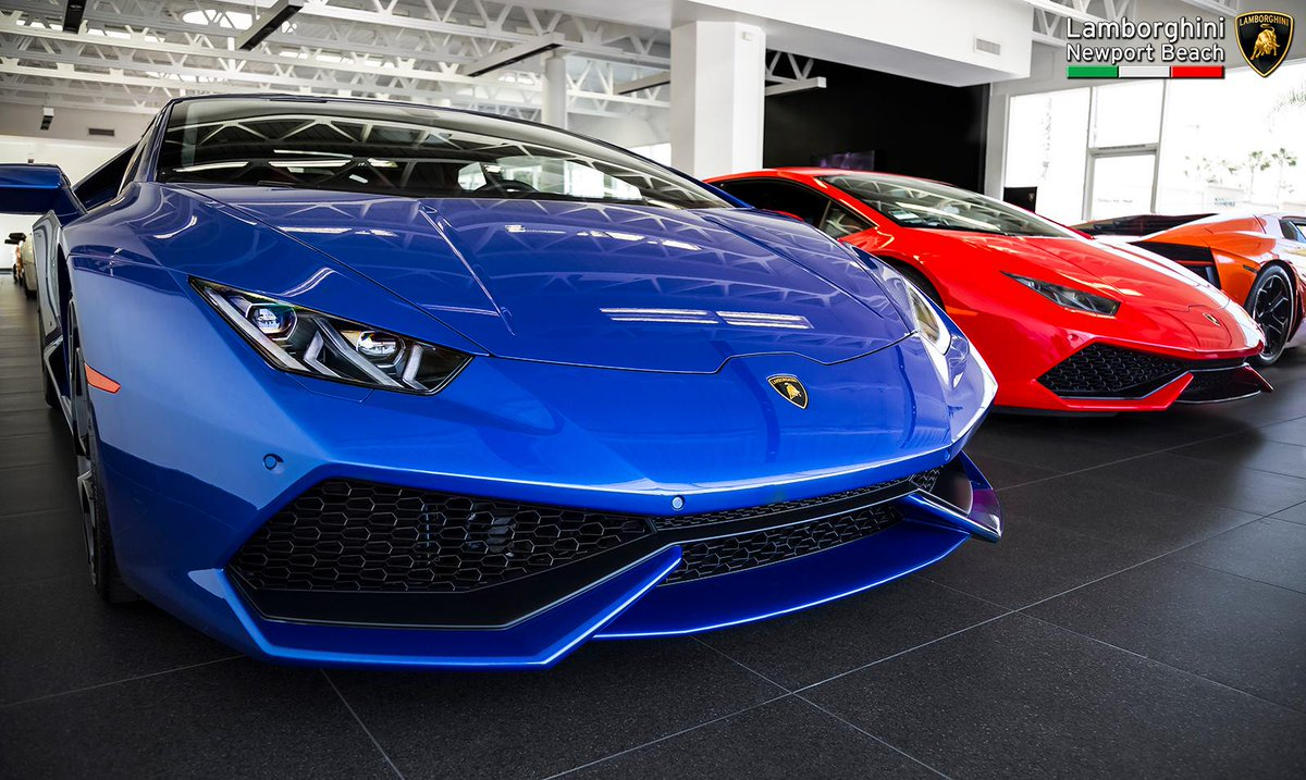 Lambo Newport Beach On Twitter Red Vs Blue Blu Caelum Vs Rosso