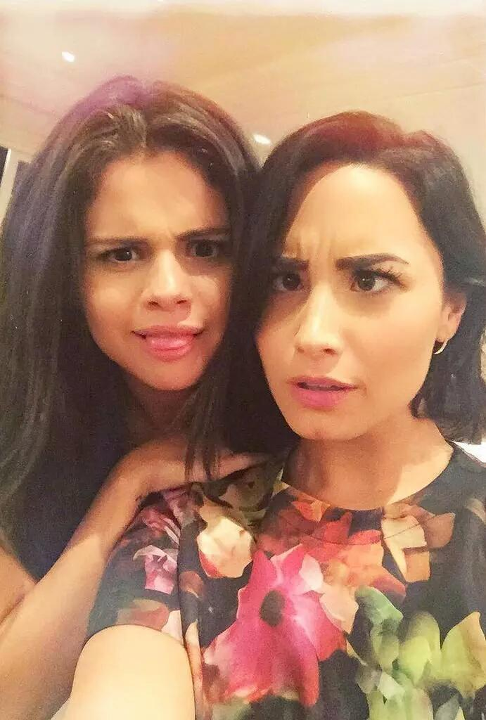 @ddlovato @selenagomez you guys post one picture and you are trending worldwide!!!! #SemiIsBack LOVE IT!!!!