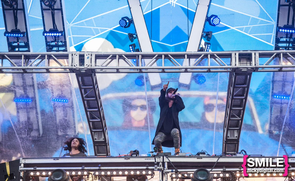 Our buddies @DVBBS destroyed @ElectricZooNY! Check our exclusive #EZooTransformed Galleries: http://t.co/0so6KVPEUC http://t.co/pyVOUnOUuZ