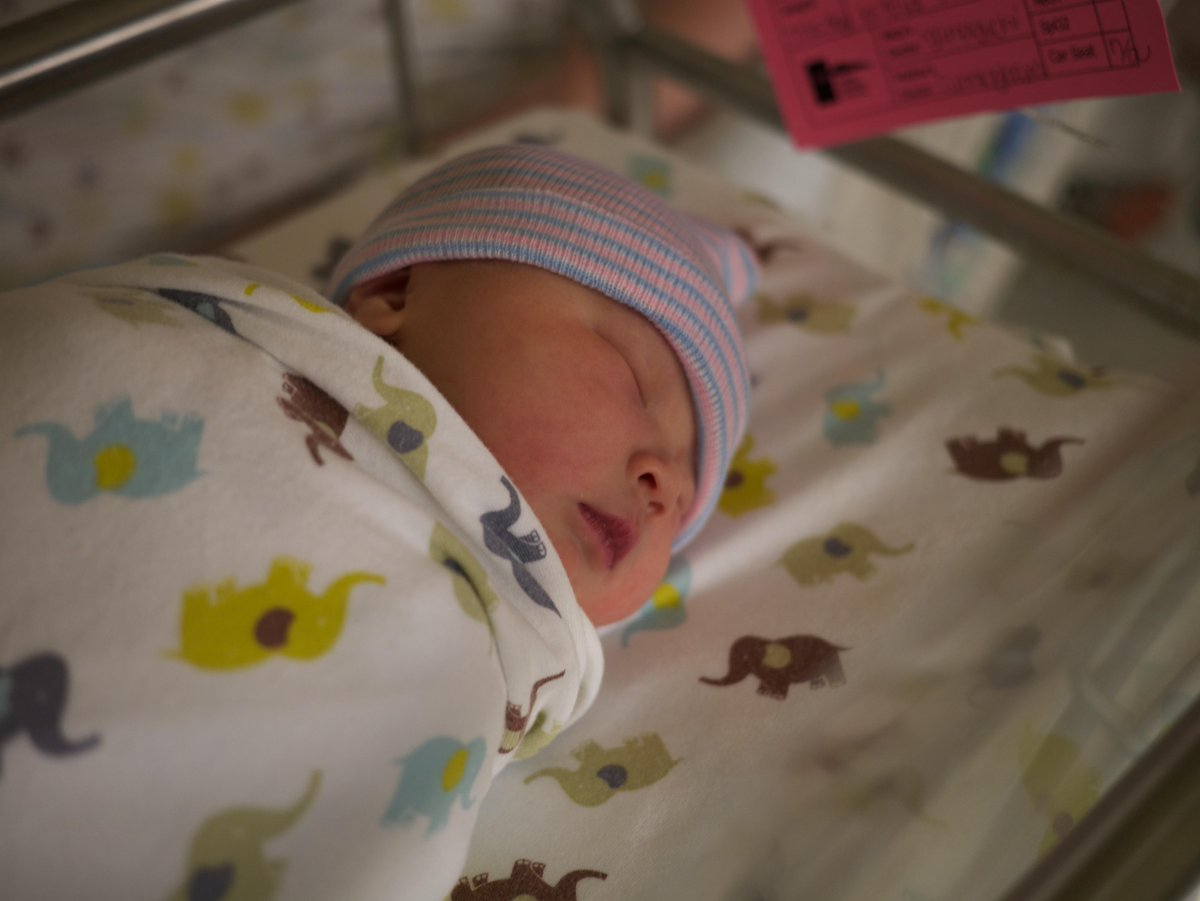 "Introducing our evening star, Ingrid Vesper Yip. Born 6:35pm, 2015/09/08. 7lb.3oz, 19.75"" http://t.co/zinJuhDwLT"