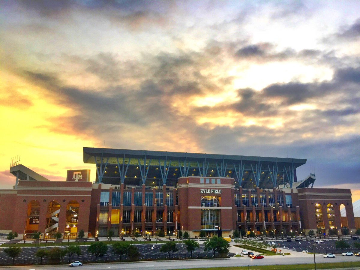 TOMORROW is the day. #KyleField is looking awfully beautiful this morning. @TAMU @AggieFootball @AggieNetwork http://t.co/5rQCb8CTcI