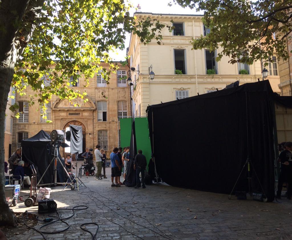 Le tournage de 'Cézanne et moi' avec Guillaume Canet se poursuit place des Martyrs de la Résistance à Aix en Provence