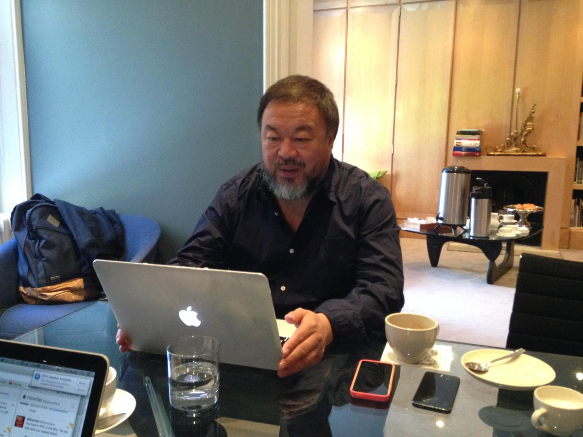 He's ready to go! Put your questions to the great #AiWeiwei now with #AskAiWeiwei http://t.co/hs95naiY0s