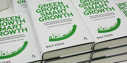 Today we're talking about climate change, green innovation & economic growth with @fuecks. Join in using #GreenGrowth http://t.co/PqFJC1No5a