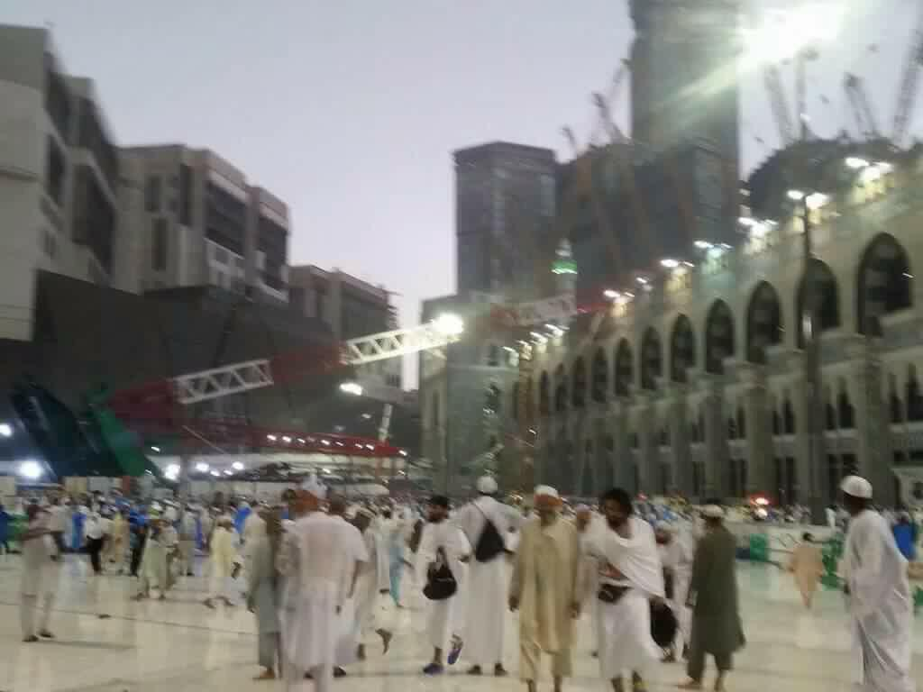 52 people have been killed after a crane collapsed on to the Haram Grand Mosque in Makkah. At least 30 injured. #Hajj http://t.co/1T2z3oYJ4i