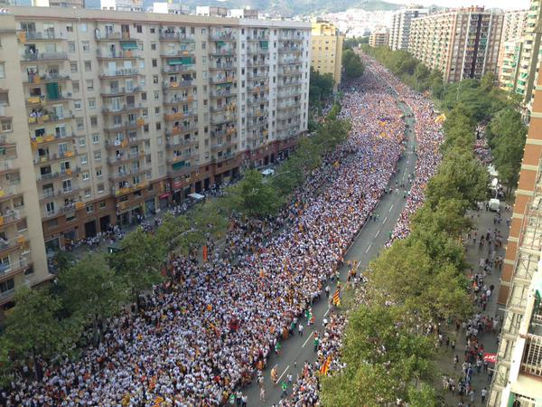 amazing 4,8 Km long independence demonstration in Barcelona #ViaLliure11S http://t.co/ndrYXHwFoi