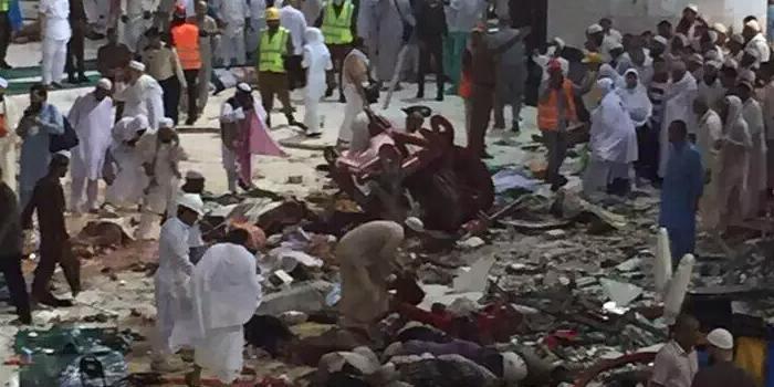 MUSIBAH Crane Jatuh Menimpa Puluhan Jamaah Haji Di Makkah - AnekaNews.net