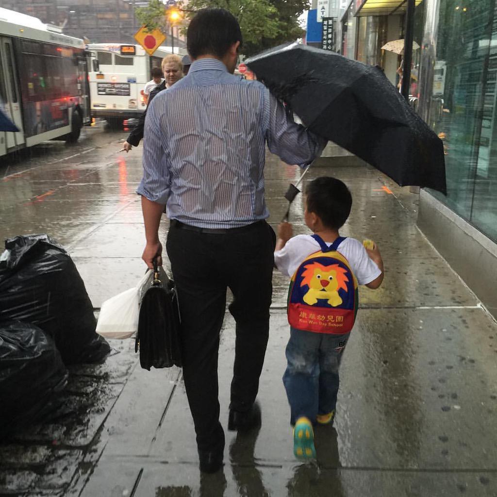 ㅋ RT @smile_ystkyrk: '아빠'의 의미를 요약한 한 장의 사진.. http://t.co/FtC8n3W5rt