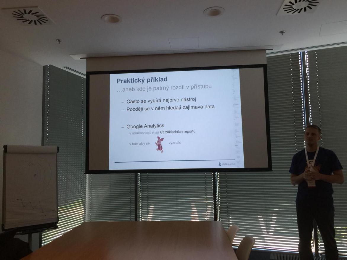 @cataLuc povida o prasatkach v @googleanalytics :-) #measurecamp http://t.co/uUqWCyMnbw