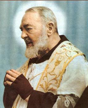 Padre Pío: Reza, espera y no te preocupes. La preocupación es inútil. Dios es misericordioso y escuchará tu oración http://t.co/rRVDHvVJol