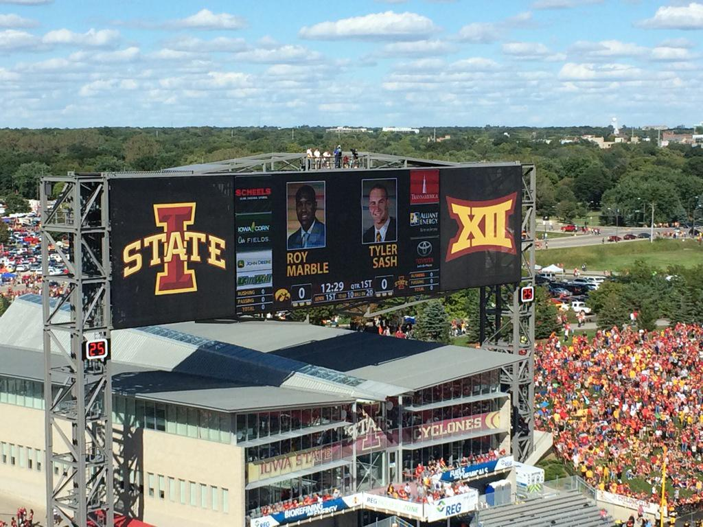 Iowa State honors Tyler Sash and Roy Marble. First class, Cyclones. http://t.co/o6laTiBLOl