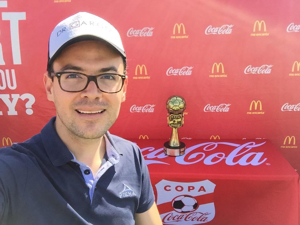 Desparramando talento en la @CopaCocaColaUSA #ElPaso con @PIRMA_OFICIAL y la gorra @Caskarita1 de @GarciaPosti http://t.co/AMJ2rXIASD