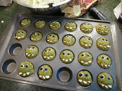 Getting your kids to eat spinach just got a whole lot easier thanks to these monster muffins http://t.co/nJIV8PUUDR http://t.co/odZp2qm1P2