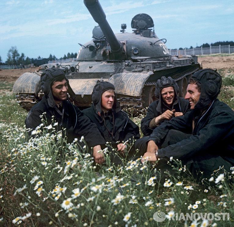 фото военных танкистов деревья, фото