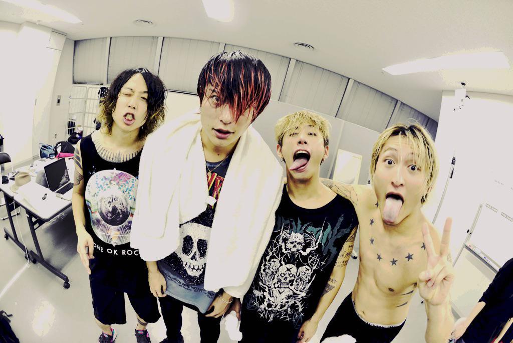 """幕張メッセで行われたONE OK ROCK2015""""35xxxv""""JAPAN TOUR追加公演ライブ2日目撮影終了!半端なく最高なライブでした!写真はライブ直後のワンオク! #ONEOKROCK #OOR #幕張 #サウシュー http://t.co/ik7NTjqnc2"""