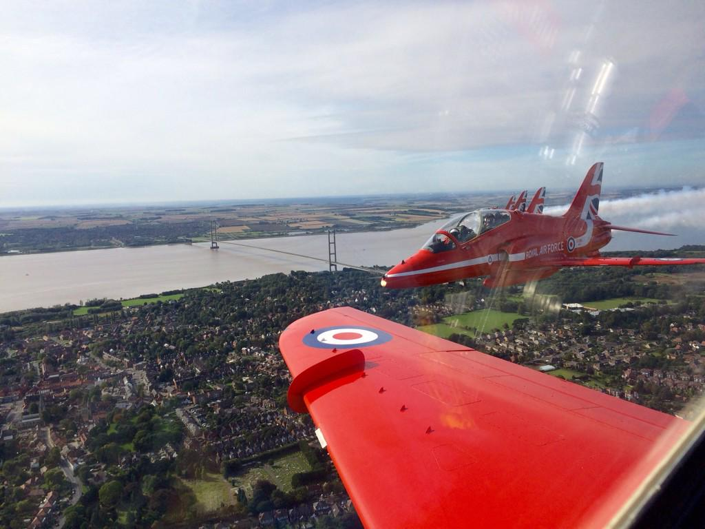 PHOTO The #Humber #Bridge taken from Red 1's jet today (@rafredarrows)