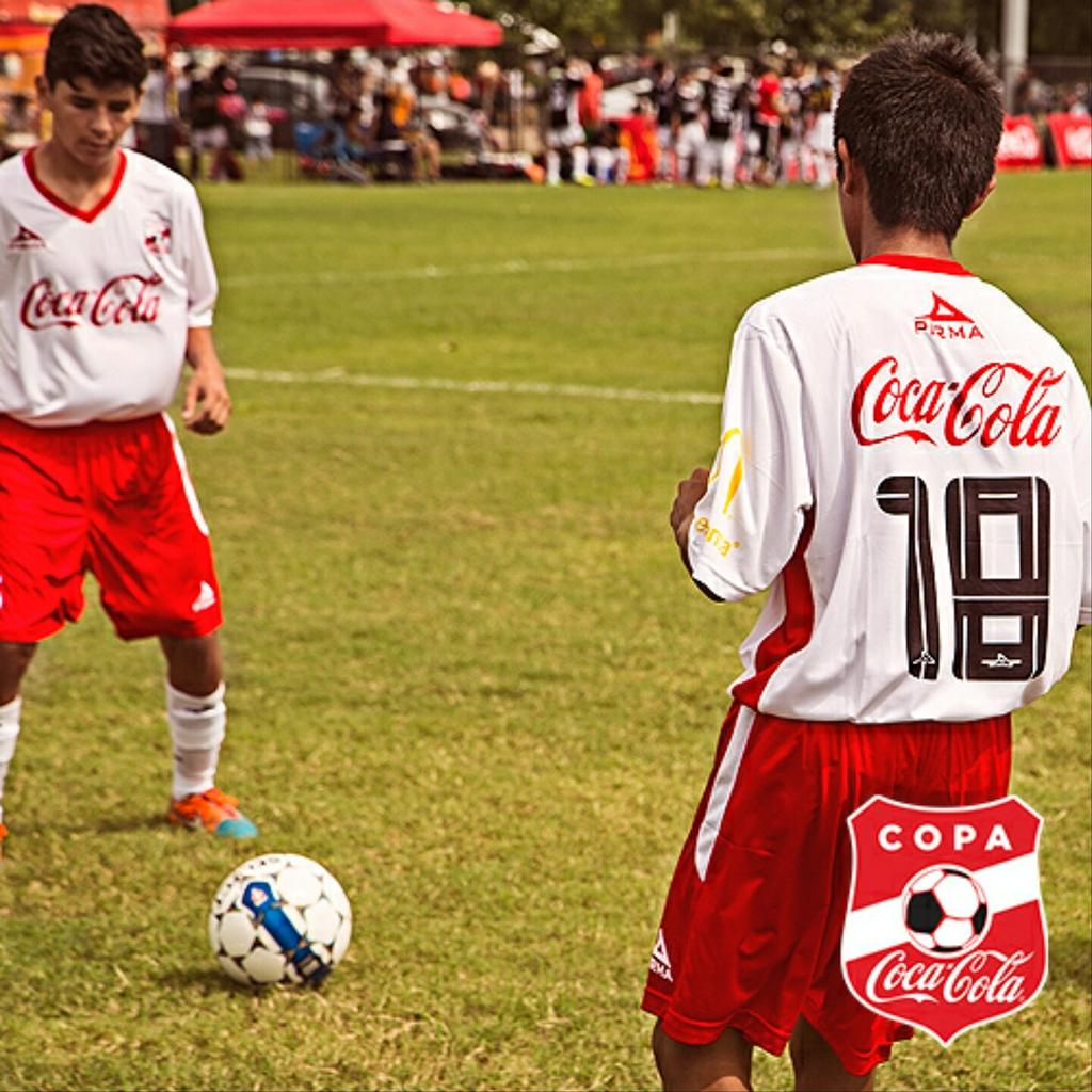 Tag that buddy that'll always assist you in a goal and let's have some fun at #CopaCocaColaUSA in El Paso today! http://t.co/jhbl0dxBKB