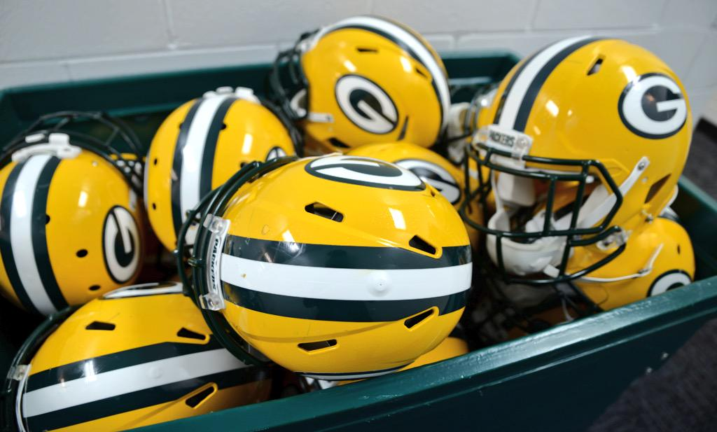 Helmets ready to go. #GBvsCHI http://t.co/WIAvDMERSn