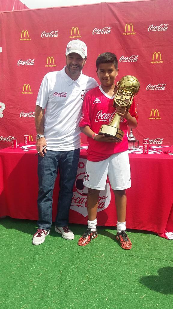 El Dr. @GarciaPosti ya está en #ElPaso con la @CopaCocaColaUSA. ¡Ven a conocerlo! http://t.co/exQv35IQLi