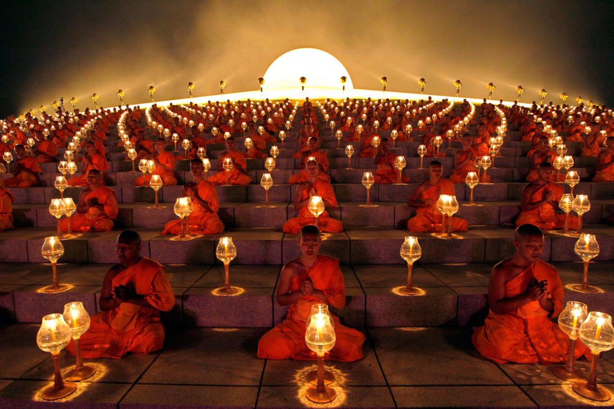 Dhammakaya Buddhist temple in Thailand. Wasn't this beautiful & spiritual?