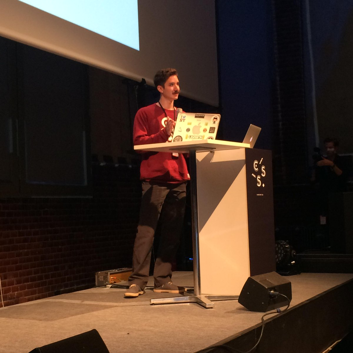 Our MC @hipsterbrown opening #CSSconfeu! http://t.co/yZ0zOajaLT