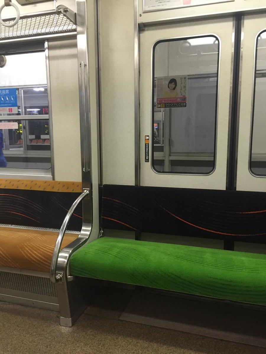京阪、元々扉があった場所に無理やり座席を設置していてなんだこれ感ある http://t.co/Hm3OJ8W8iO